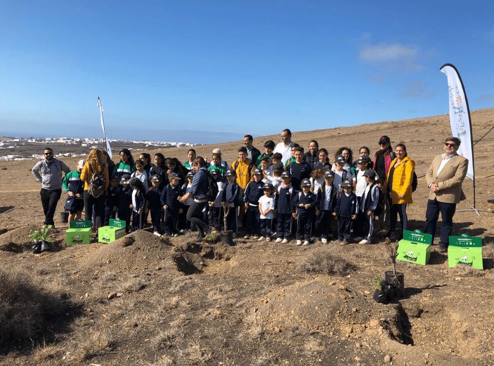 Presentación de la campaña de reciclaje 'El Bosque Ecopilas', un proyecto impulsado por el Cabildo de Lanzarote en con Ecopilas y la Comunidad Educativa.
