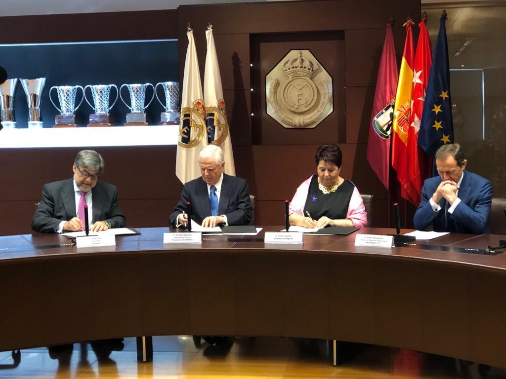 firma de convenio con Fundación Real Madrid