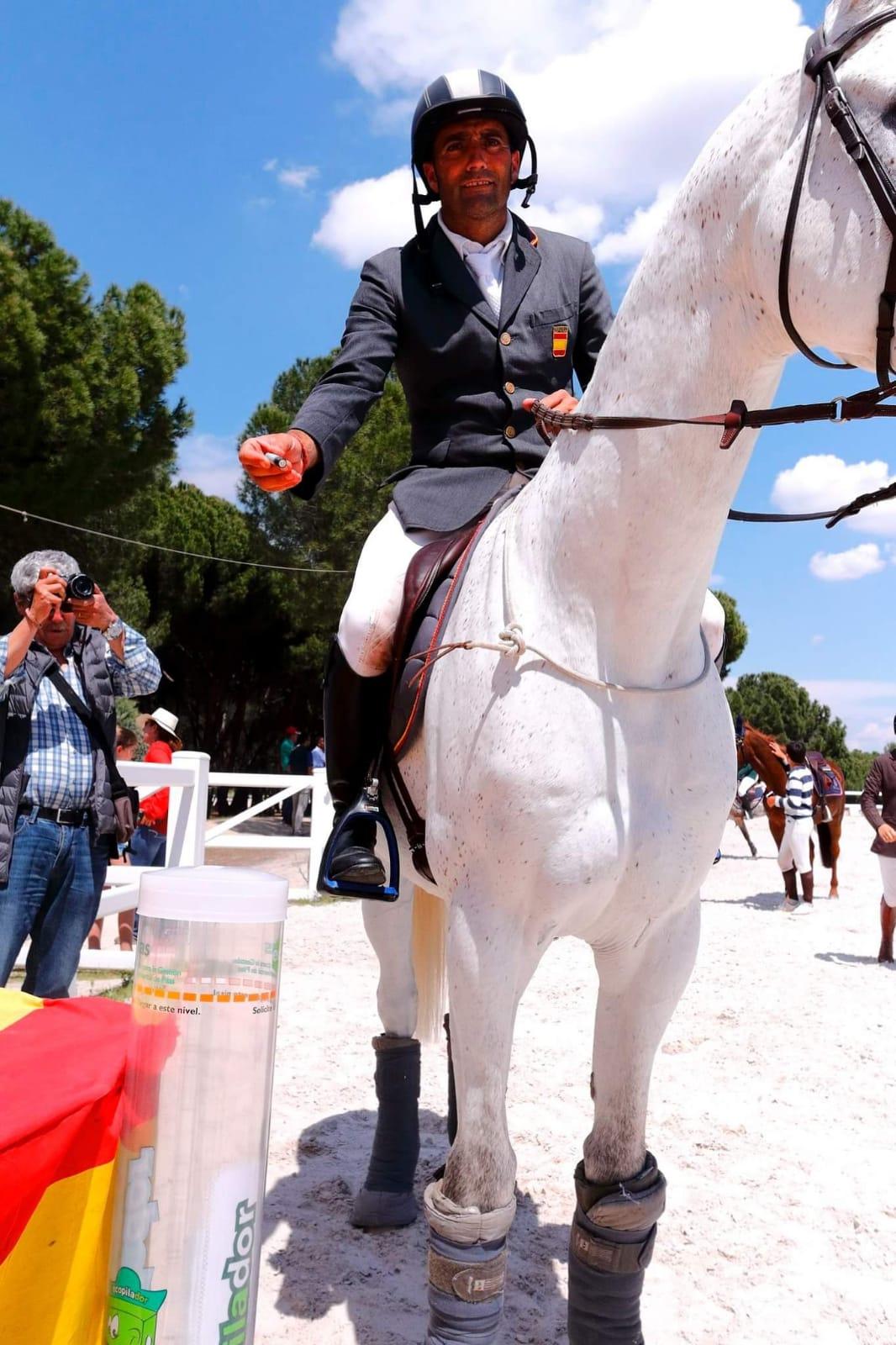Ecopilas ha recogido 710 kilos de pilas impulsando el recilaje incluso desde el caballo.